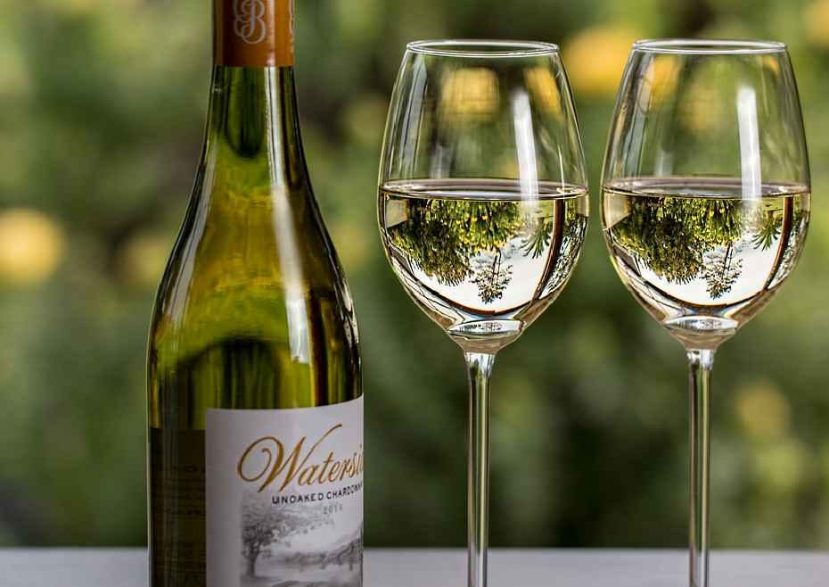 Tips To Choose A White Wine For Your Brother's Promotion Party