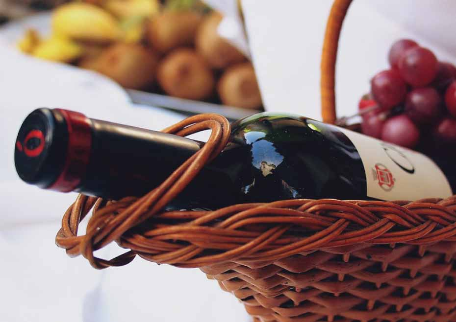 DIY wine hamper guide for a vacation